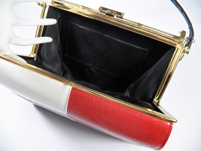 e04b95e2c61 Captivating Kelly style red, white, and blue mod purse from the 70's made  of color-blocked faux leather with a solid white backside.
